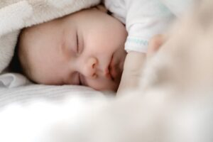 A Baby pictures which help this article to depict fake sleep